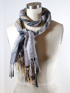 How to Tie a Scarf: Twisty Scarf Loop