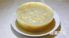 欖仁馬蹄糕特別在加入煉奶,這秘方已沿用了八十多年。(蘋果日報)