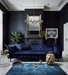 28 beautiful living rooms with black walls that create a cozy drama – Cozy Night Bloğ Beautiful Living Rooms, Living Room Modern, Living Room Designs, Living Room Furniture, Living Room Decor, Modern Furniture, Rustic Furniture, Kitchen Furniture, Kitchen Decor