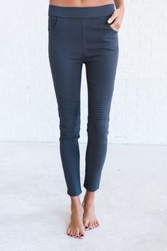 Charcoal moto jeggings, cute moto jeggings outfit
