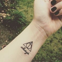 169 отметок «Нравится», 12 комментариев — @minimalistic_tattoos в Instagram: «One of my followers requested more Harry Potter tattoos. I think this is simple and beautiful! …»