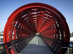 Linda ponte para pedestres