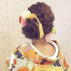 結婚式の前撮り 和装ロケーション撮影のお客様 編み込み&ロープ編みのスタイル 左サイドにまとめて カラフルなお花と 組紐タッセルをつけて #ヘア…