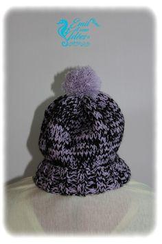 Bonnet tricot noir et violet