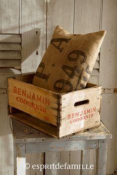 © Esprit de Famille I brocante en ligne I déco vintage industrielle  www.espritdefamille.co  Caisse ancienne €32.90, brocante, décoration brocante, objet brocante, déco vintage