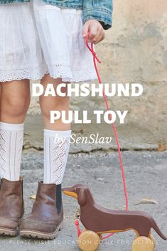 Dog lover pull push toy for dachshund mom. Wooden kids gift idea. Eco friendly materials safe for baby and infant. Funny sausage dogs available for 48$  free shipping worldwide #woodentoys #doglovers #dachshund Diy Dog Toys, Best Dog Toys, Baby Toys, Funny Cartoons For Kids, Cartoon Kids, Dog Lover Gifts, Dog Gifts, Toy Dachshund, Women Jokes