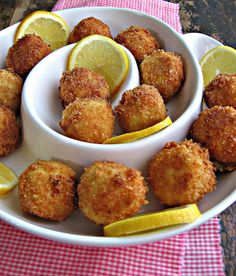 """Artichoke Asiago poppers (why do these ppl post these w/comments like """"mmmm""""?these are artichoke asiago poppers. Finger Food Appetizers, Yummy Appetizers, Appetizers For Party, Finger Foods, Appetizer Recipes, Tapas, I Love Food, Good Food, Yummy Food"""