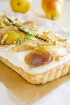 Mascarpone-Tarte mit Pastis-Vanille-Birnen und Zitronenthymian