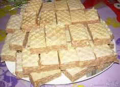 wafelki z kasza manna Breakfast Recipes, Food And Drink, Pie, Bread, Candy, Eagle, Foods, Thermomix, Torte