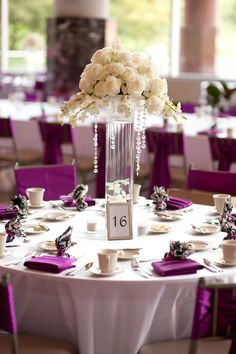 Lovely centerpiece! Photo by Roee