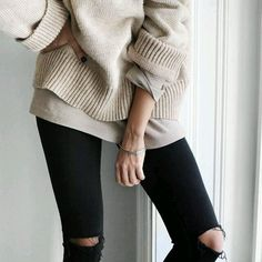 Oversized sweater x tee x black ripped jeans