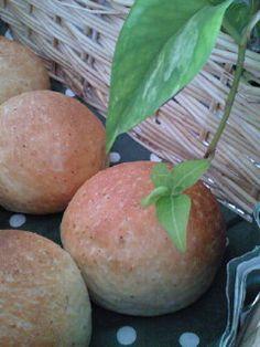 ◆全粒粉ふわふわ丸パン◆生地作りはHBで簡単!もうふんわり~♪我が家では朝食に人気のテーブルパン☆色々サンドして召し上がれ~!
