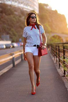 Estilo marinero. Como combinar una camiseta de rayas. Sailor style, striped t-shirt. How to match stripes t-shirt. http://www.marilynsclosetblog.com/2017/09/into-mid-season.html #marilynscloset #fashionblogger #ootd #mystyle #streetstyle #inspiration #fashion   #bohemian #chic #classic