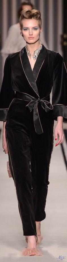 Elisabetta Franchi Diva Fashion, Fashion 2017, Look Fashion, Couture Fashion, Retro Fashion, Fashion Show, Autumn Fashion, Fashion Outfits, Fashion Design