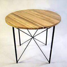 """Stół kuchenny modernistyczny """"COPENHAGEN"""" tak jak inne nasze meble został wykonany w 100% ręcznie, jego drewniany blat zrobiony jest z dębu. Trzykrotne ręczne olejowanie okrągłego blatu zapewnia mu doskonałą ochronę.  Zarówno kolor konstrukcji jak i wykończenie blatu możemy dostosować do indywidualnych upodobań konkretnego klienta."""