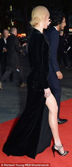 Nicole Kidman flashes her endless legs at Lion premiere in London | Daily Mail Online