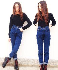 cute way to wear mom jeans
