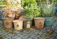 Meine Gartenkeramik ist in liebevoller Handarbeit gedreht oder frei modelliert und bei 1250°C gebrannt. Meine Gartenkeramik ist frostfest.