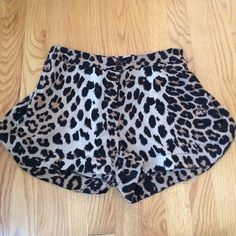 Cheetah shorts size m Cheetah shorts- size medium. Brand RD Style. Button/zipper on the front and stretchy band in the front. Great condition rd style Shorts