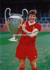 LIVERPOOL FC LEGEND EMLYN HUGHES SIGNED (PRINTED) WITH THE 1977 EUROPEAN CUP