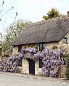 Wonderful Wisteria on a typical rural Dorset cottage- stunning. Cottage Homes, Cottage Style, Monuments, Beautiful Homes, Beautiful Places, Dorset England, Cabins And Cottages, Country Cottages, English Countryside