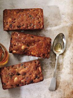 Ricardo recipe of traditional fruit cakes - DIY Christmas Cookies Hp Sauce, Fruit Confit, Best Fruitcake, Simply Yummy, Ricardo Recipe, Cake Recipes, Dessert Recipes, Hazelnut Cake, Food Network Canada