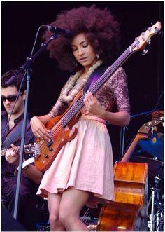 Esperanza Spalding music @ All About Jazz Jazz Artists, Jazz Musicians, Music Artists, Esperanza Spalding, Guitar Girl, Rock And Roll, Women Of Rock, Female Guitarist, Smooth Jazz