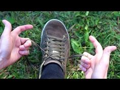 Unrivaled children& laws - learn to tie shoelaces With this simple idea, children learn playfully to tie shoelaces and to make bows. Tie Shoelaces, Tie Shoes, How To Make Bows, Kids And Parenting, Kids Learning, Hugs, Adidas Sneakers, Cool Stuff, Boots