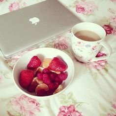 Ideas Breakfast In Bed Pink Good Morning For 2019 Tumblr P, Raspberry, Strawberry, Tumblr Quality, Pink Bedding, Bedding Sets, Just Girly Things, Girly Stuff, Breakfast In Bed
