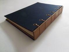 Livro do vinho para coleção de rótulos e anotações de degustação.