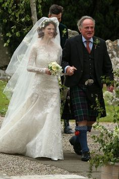 Kit Harington & Rose Leslie Are Married - See Wedding Photos!: Photo Game of Thrones actors Kit Harington and Rose Leslie are a married couple! The actor and the actress tied the knot at Rayne Church on… Famous Wedding Dresses, Celebrity Wedding Dresses, Celebrity Weddings, Wedding Gowns, Wedding Ceremony, Rose Leslie, Hollywood Wedding, Hollywood Life, Kit Harington