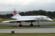 Concorde G-BOAC arrives at Manchester on its final flight. We are fortunate to have this aircraft in a museum here at Manchester Airport viewing Park Concorde -The Final Days British Airline, British Airways, Concorde, Supersonic Aircraft, Manchester Airport, Passenger Aircraft, Road Train, Final Days, Commercial Aircraft