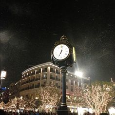 Snow in LA ❄⛄ with mere017 @ The Americana at Brand