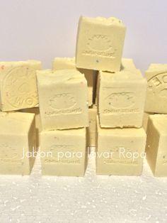 Jabón elaborado con aceite reciclado macerado en Eucalipto, para lavar la ropa.