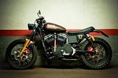 Harley Davidson Scrambler Rod 17 by Machina Custom Cycles Harley Scrambler, Harley Davidson Scrambler, Sportster Motorcycle, Scrambler Custom, Harley Davidson Seats, Harley Davidson Touring, Dual Sport, Sv 650, Honda