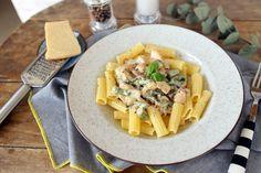Spárgás csirkés pasta • Fördős Zé Magazin Pasta Salad, Bacon, Cooking, Ethnic Recipes, Kitchen, Food, Street, Crab Pasta Salad, Kitchens