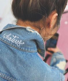 Denim STYLE - Classic, contemporary, cool, creative-- you can't go wrong with denim. We love our blue jeans and here are some great looks to inspire your Denim Style. Denim On Denim, Denim Look, Denim Style, Diy Vetement, Jackett, Diy Clothing, Modest Clothing, Clothing Labels, Looks Style