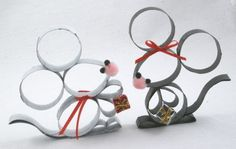 Told you I'd be back with another one!  This time, I've put together a pair of Christmas mice.   Aren't they fun??  Wanna make one??  Or tw...