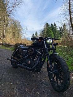 Black Harley Davidson Sportster Iron 883 drag bars Sportster Iron, Harley Davidson Sportster 883, Black Harley Davidson, Iron 883, Bike Life, Cars And Motorcycles, Instagram, Motorbikes