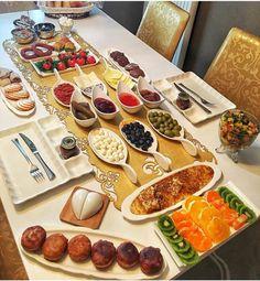 Romantic Breakfast, Turkish Breakfast, Breakfast Platter, Food Design, Design Table, Food Displays, Food Decoration, Food Platters, Love Eat