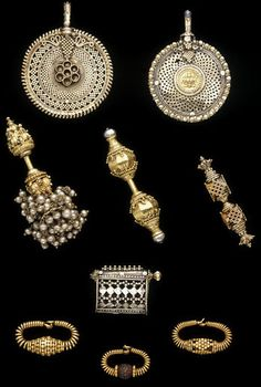 Ear ornament Place of origin: Tamil Nadu (made) Date: (made) Artist/Maker: Unknown Materials and Techniques: Gold with granulation. India Jewelry, Tribal Jewelry, Jewelry Art, Silver Jewelry, Jewelry Design, Ancient Jewelry, Antique Jewelry, Vintage Jewelry, Traditional Indian Jewellery