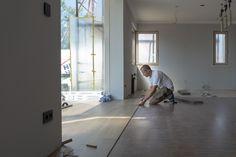 Boden verlegen im neuen Musterhaus Trend 146 W in der Blauen Lagune Montage, Tricks, Carpentry, Building Homes