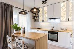 ODROBINA SKNDYNAWII - REALIZACJA - Średnia kuchnia w kształcie litery l w aneksie z wyspą z oknem, styl skandynawski - zdjęcie od TAKE [DESIGN]