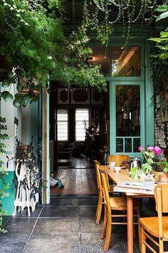 Abertura para um terraço...cor da porta