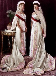 Russian Court dress.Grand Duchess Olga Nikolaievna (left) and Grand Duchess Tatiana Nikolaievna in their Ceremonial dresses to the Russian Imperial Court. Circa 1913.   #history #Russian #court #dress: