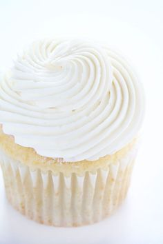 Smooth & Sleek~ this buttercream holds it shape and creates stunning designs!