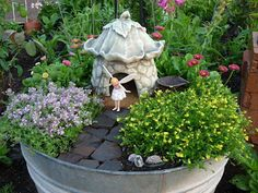 Minnesota Junker: Strainer = cute fairy garden with fairy too! - Minnesota Junker: Strainer = cute fairy garden with fairy too! Fairy Garden Pots, Dish Garden, Fairy Garden Houses, Gnome Garden, Container Fairy Garden, Fairies Garden, Garden Crafts, Garden Projects, Deco Nature