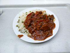 Rindergulasch nach ungarischer Art mit Gemüsereis