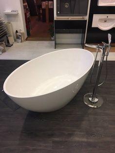 Marmorin Selia kád    Marmorin Selia kád, ovális formájával varázsol el bennünket. Most már élőben is megtudjátok tekinti, budapesti mintatermünkben!    Bővebb információkért, látogass el weboldalunkra, ahol kitudod választani, hogy országszerte, melyik viszonteladónknál tudod megvásárolni!    www.marmorin.hu    #marmorin #márvány #kád #fürdőszoba