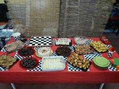 Αλμυρή τούρτα, γεμιστές τορτίγιες, κοτοσαλατα, μακαρόνια σαλάτα, μπισκότα Ρόδες βουτιγμενα σε σοκολάτα, κοτομπουκιες, πίτσα, λουκανοπιτακια, τυροπιτάκια, κεφτεδάκια, τρουφάκια φανάρια